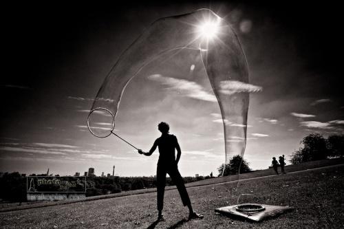 Samsam Bubbleman creating his magical bubble sculptures on Primrose Hill, London. September 04, 2012. Photo: ©Edmond Terakopian