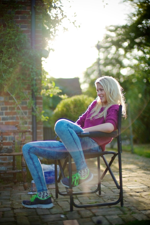 Model Sophie Harries relaxing during a break for lunch. New Look behind the scenes shoot of their Autumn / Winter 2013 collection advertising film by Cherry Duck. Walnuts Farm, Old Heathfield, East Sussex, UK. August 22, 2013. Photo: ©Edmond Terakopian