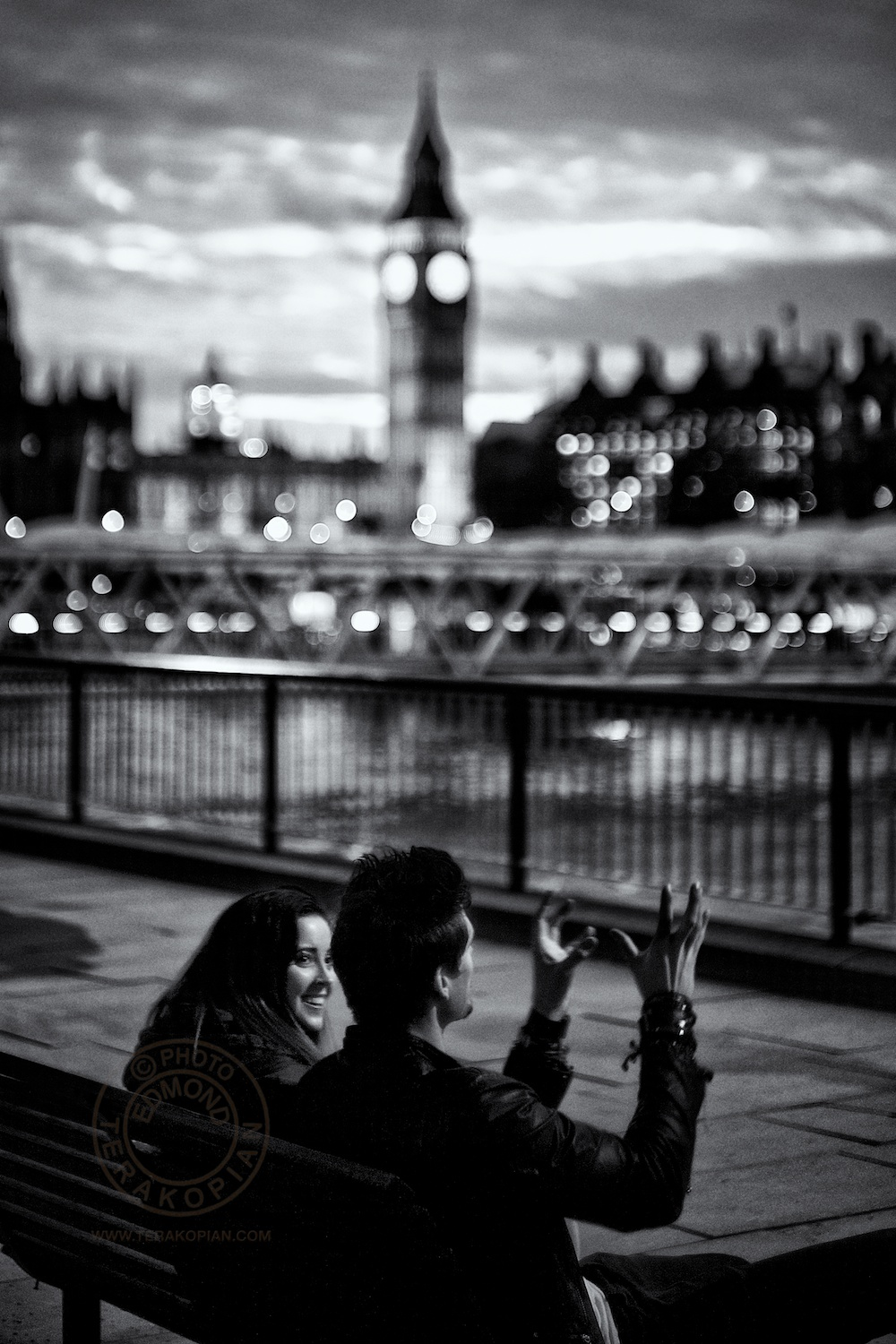 A couple of friends chatting on a bench. South Bank, London. November 05, 2013. Photo: ©Edmond Terakopian